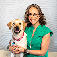Dr Sue Ettinger with a yellow Lab